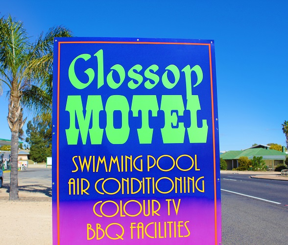 GLOSSOP MOTEL- WHAT A SENSATIONAL BUY