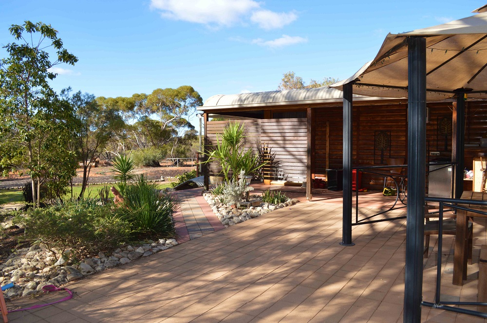 """""""THE MALLEE FOWL""""- RESTAURANT AND LAND"""