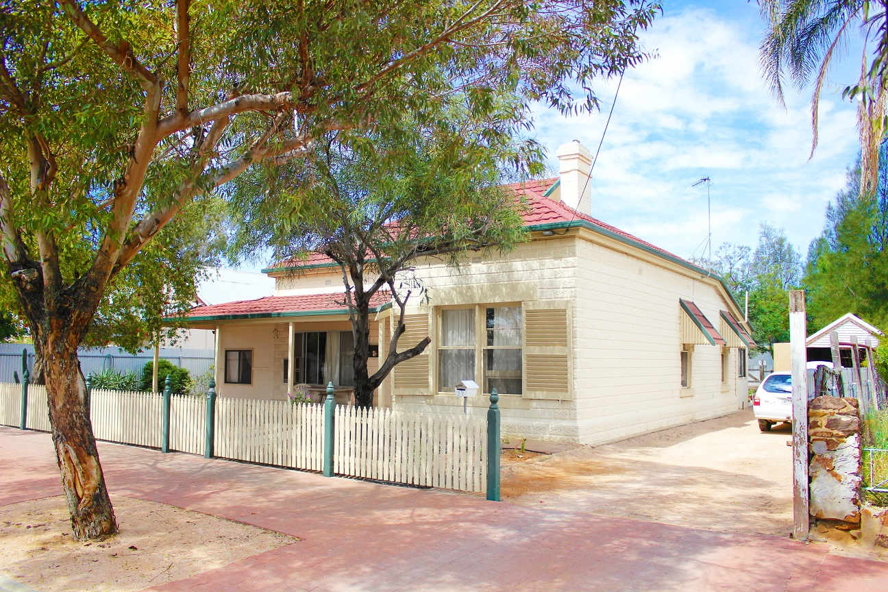 3 BEDROOM CHARACTER HOME WITH DUAL ACCESS