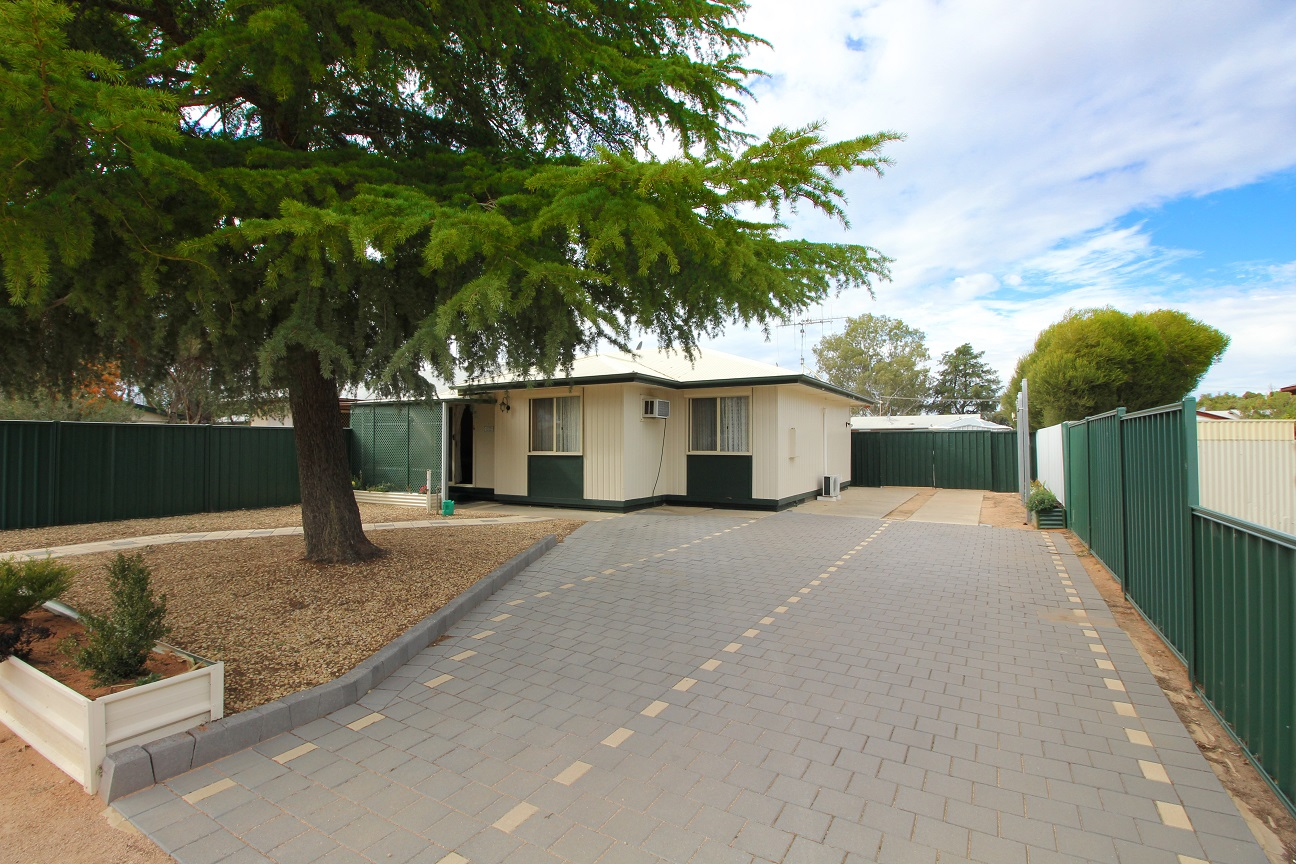 FRESH & TIDY 3 BEDROOM HOME IN A GREAT LOCATION
