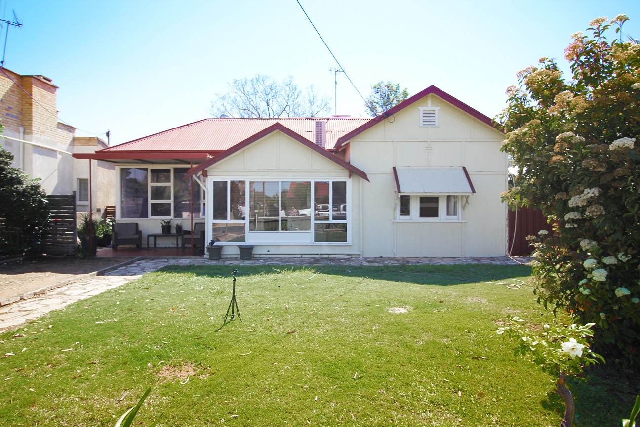 3 BEDROOM HOUSE IN A CENTRAL LOCATION