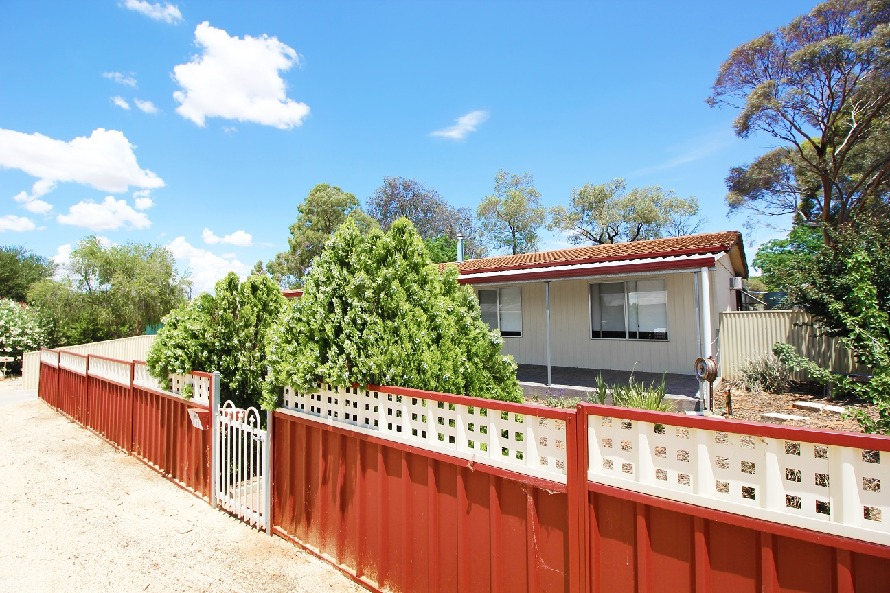 MODERN 3 BEDROOM HOME IN A GREAT LOCATION